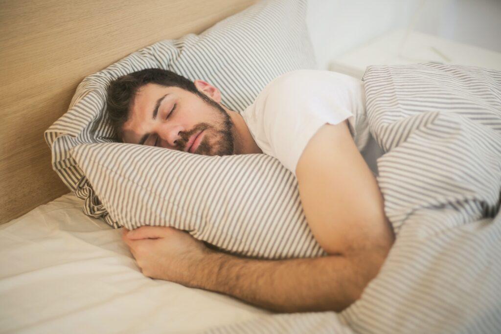 spieren herstellen tijdens de slaap